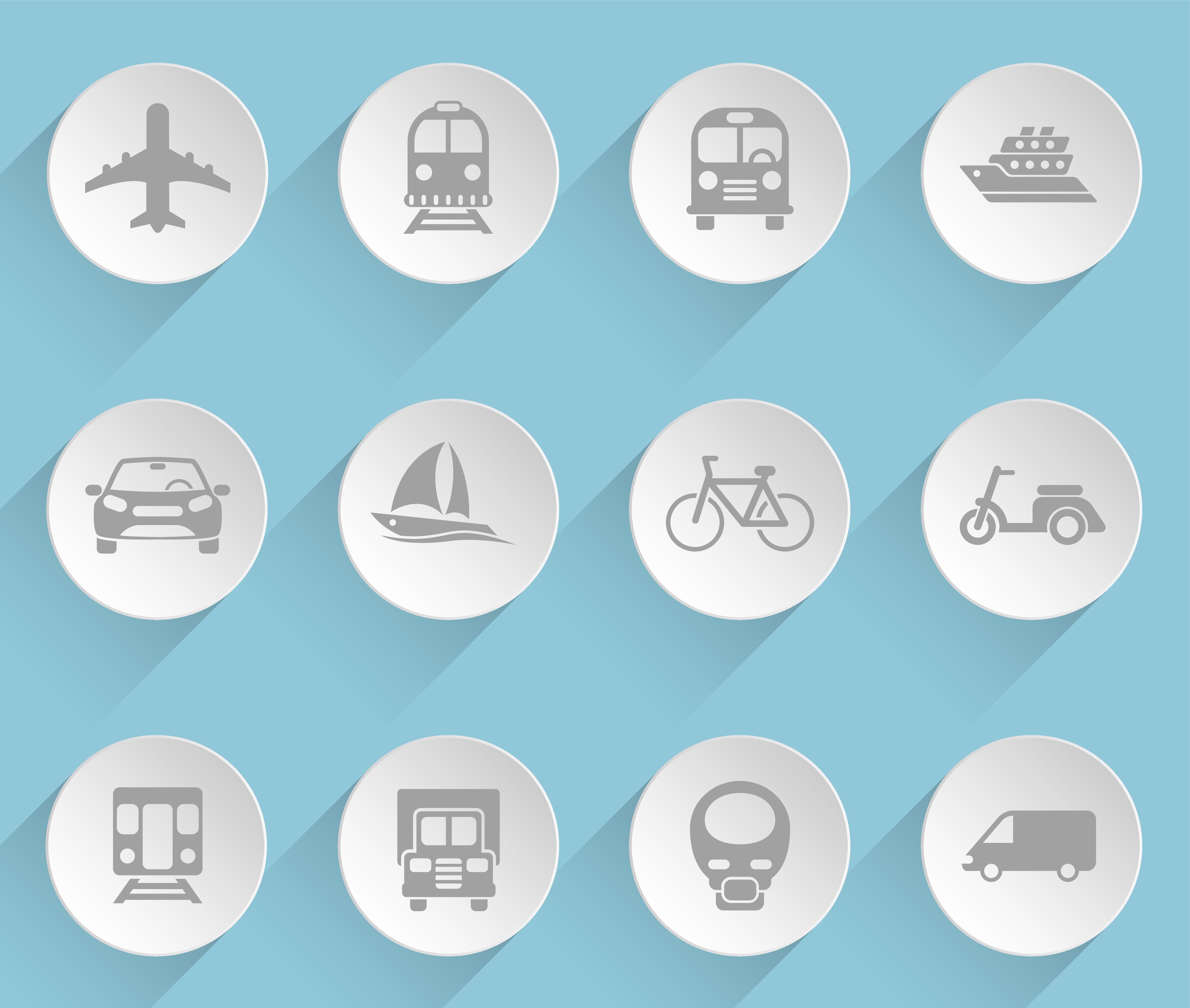 Auf hellblauem Grund sind 12 Icons in Form weißer Teller zu sehen. Auf diesen sind in grau die Silhouetten von verschiedenen Verkehrsmitteln zu sehen, bspw. von einem Flugzeug, LKW, Bus, PKW Schiff, usw..