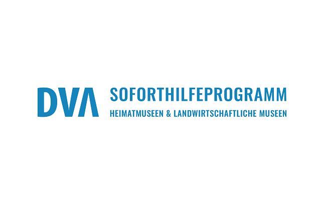 Das Logo besteht aus den Großbuchstaben DVA und dem Schriftzug Soforthilfeprogramm Heimatmuseen und Landwirtschaftliche Museen, alles in blau geschrieben.